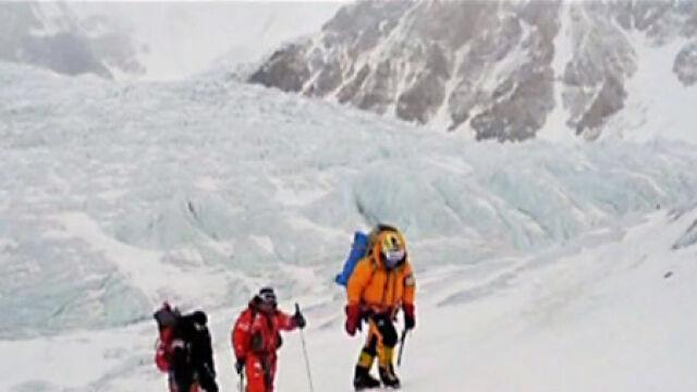 Z lekkimi odmrożeniami schodzą z Gasherbrum I
