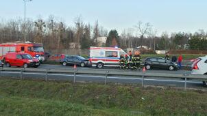 S8 stanęła w korku po zderzeniu trzech aut
