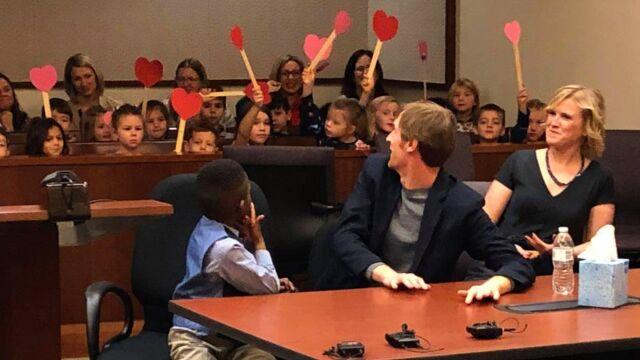 Sala sądowa pełna przedszkolaków