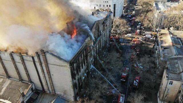 """""""Winni zostaną ukarani"""". Odnaleźli kolejne ofiary pożaru w szkole"""