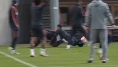 """Bayern trenował. """"Lewy"""" niczym rugbysta"""