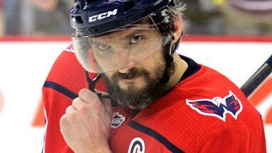 Mistrz NHL oddał kij niepełnosprawnemu chłopcu.