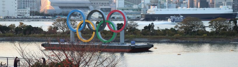 """Koła olimpijskie wróciły do Tokio. """"Igrzyska coraz bliżej"""""""