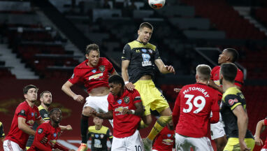 Asysta Jana Bednarka pomogła zatrzymać Manchester United