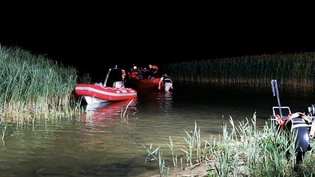 Pływał obok kolegów, nagle zniknął pod wodą. Próbowali go ratować, ale nie dali rady