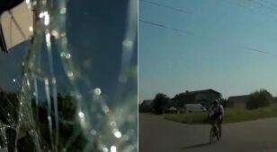 Rowerzysta wyjeżdża z podporządkowanej, potem słychać już tylko krzyk i trzask szyby