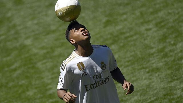 """""""Nie chcę być Neymarem Realu"""". 18-latek zaprezentowany w Madrycie"""