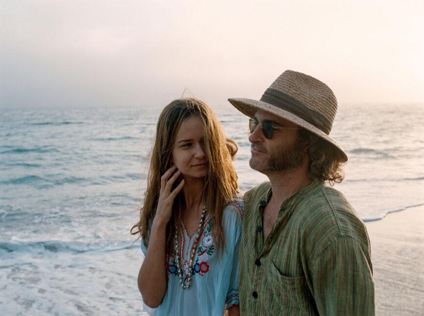 Joaquin Phoenix i Katherine Waterston