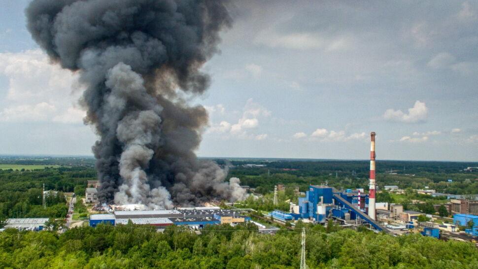 Służby sprawdzają, czy istnieje związek między pożarami składowisk odpadów