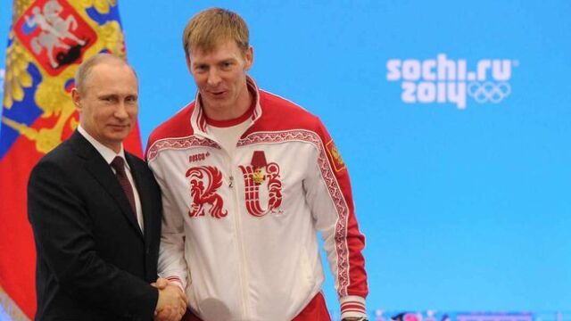 Dwukrotny mistrz z Soczi trafił do szpitala. Świadkiem napaści był trzyletni syn