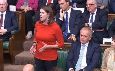 Rząd Borisa Johnsona stracił większość