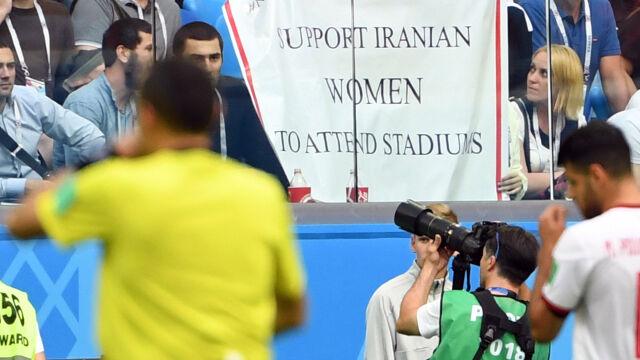 """FIFA wysyła delegację do Iranu po śmierci """"niebieskiej dziewczyny"""""""