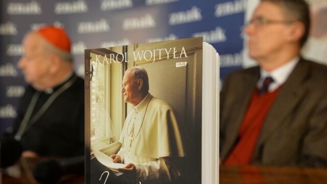 Kard. Dziwisz: notatki papieża, które trzeba było spalić, zostały spalone