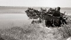 W 1945 roku oddziały niemieckie zbudowały kilka zapór przeciwczołgowych z parowozów na półwyspie helskim