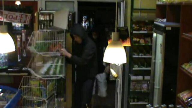 Pokazał twarze złodziei.  Policja: może ponieść konsekwencje