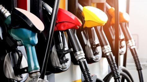 Analitycy: na koniec wakacji ceny paliw poniżej 5 zł za litr