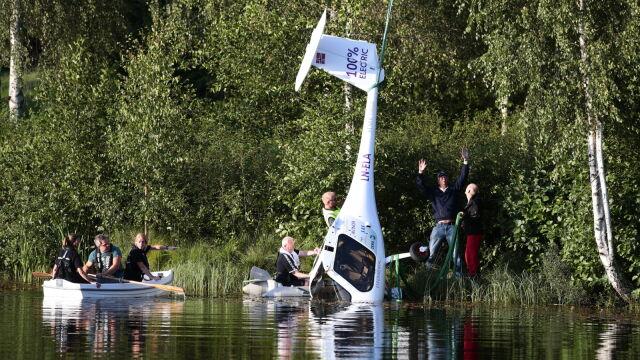 Pierwszy samolot na baterie wpadł do jeziora