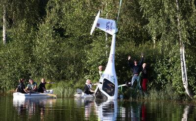 Wypadek pierwszego samolotu na baterie. Maszyna wpadła do jeziora