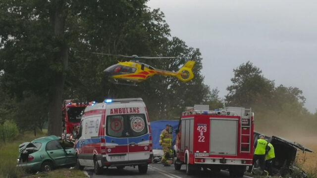 Śmiertelne zderzenie busa i samochodu osobowego