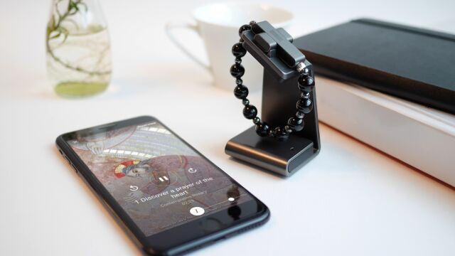 Elektroniczny różaniec. Połączony  z telefonem ma ułatwić modlitwę