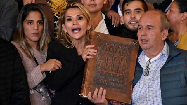 Nie było kworum, ale i tak obwołała się tymczasowym prezydentem Boliwii