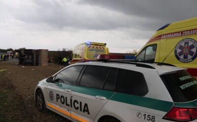 Autobus z uczniami zderzył się z ciężarówką, przewożącą kamienie