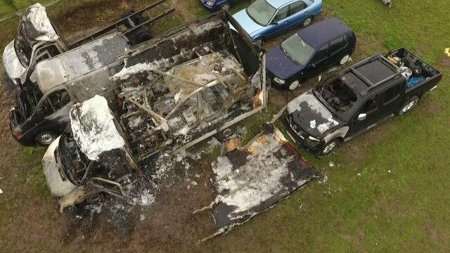 W komisie spłonęło 15 samochodów.