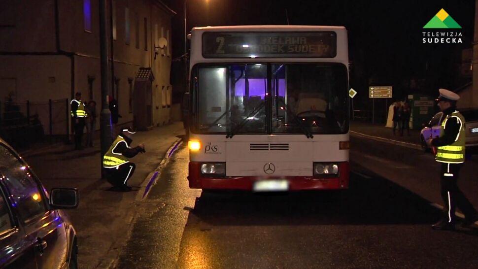 """""""Był ledwie przytomny, po każdym kursie pił na pętli z kolegą"""". Autobusem uderzył w radiowóz"""