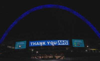 Wembley rozświetlony na niebiesko w podziękowaniu dla służby zdrowia
