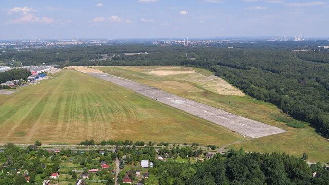 Mały samolot awaryjnie lądował w Katowicach. Drugi raz w tym tygodniu