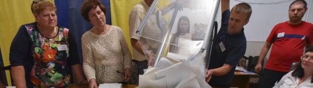 Ukraińcy liczą głosy. Sługa Narodu może rządzić sama