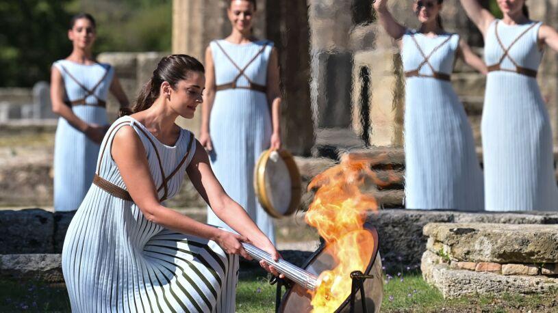 Olimpijski ogień już płonie. Sztafeta ruszyła
