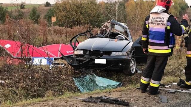 Samochód osobowy zderzył się  z cysterną. Trzej nastolatkowie zginęli