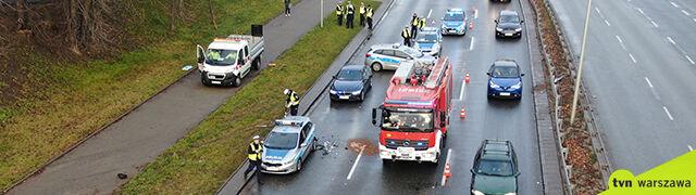 Policjanci rozliczali kolizję, gdy w radiowóz uderzyło inne auto. Są ranni