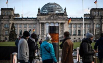 Kontrowersyjna instalacja antyfaszystów przed Reichstagiem