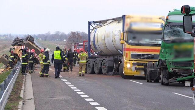 Zderzenie ciężarówki z koparką. Nie żyje 25-latek