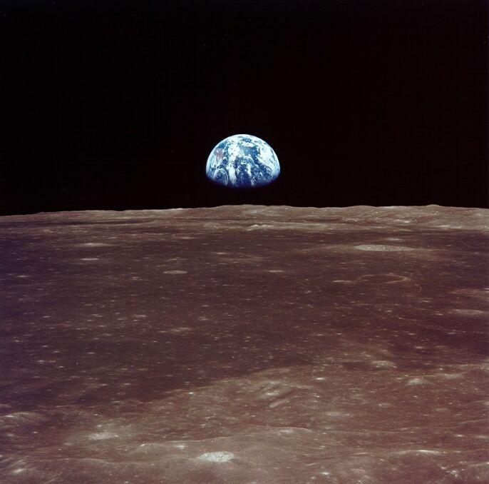 Widok na Ziemię tuż przed lądowaniem na Księżycu