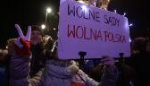 """""""Łamanie konstytucji to łamanie człowieka"""". Przed Pałacem Prezydenckim protest w obronie sądów"""