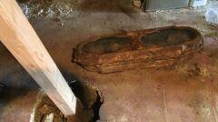 Trumienkę znaleziono w czasie prac w garażu