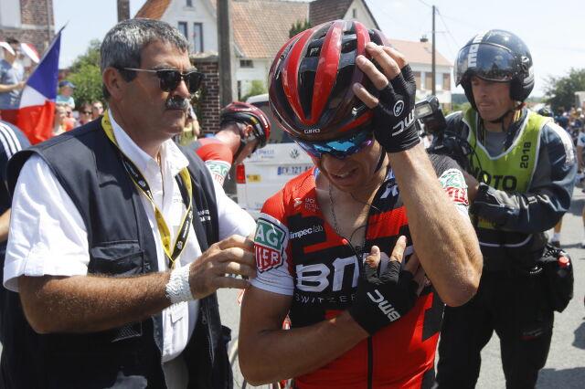 Kraksa tuż po starcie. Faworyt znów nie ukończy Tour de France