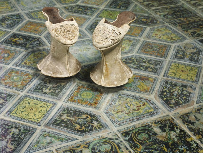 W takich butach chodziło się w  XVII wieku w Wenecji