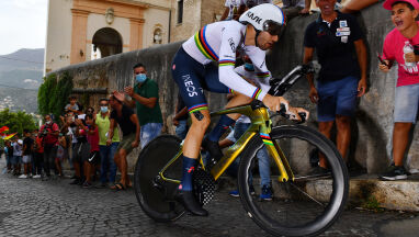Giro ruszyło, mistrz świata pokazał klasę. Duża strata Rafała Majki