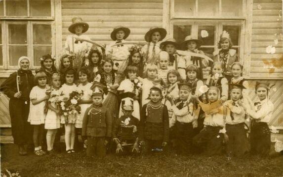 Najprawdopodobniej uczniowie szkoły w Porycku, okres międzywojenny. Zbiory Piotra Filipowicza