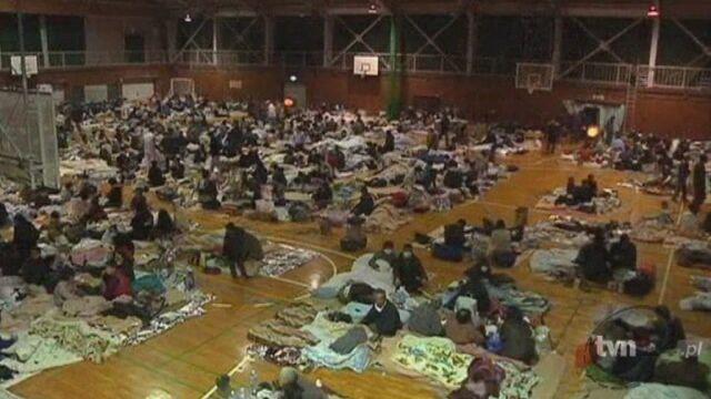 Ludzie mieszkający w pobliżu eletrowni Fukushima zostali ewakuowani (Reuters)