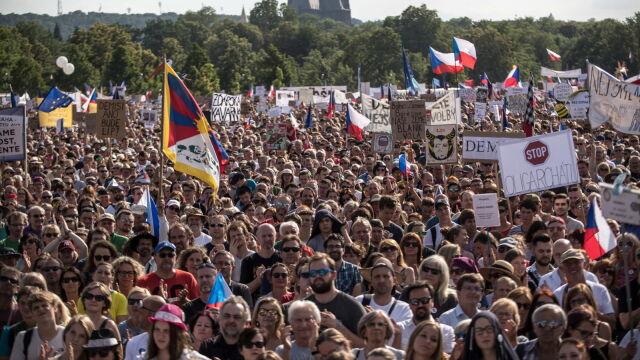 Zeman do protestujących przeciwko Babiszowi: rządy zmieniają się w wolnych wyborach