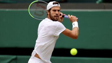 Tradycja Wimbledonu ponad wszystko. Rosjanin musiał zmienić czapkę