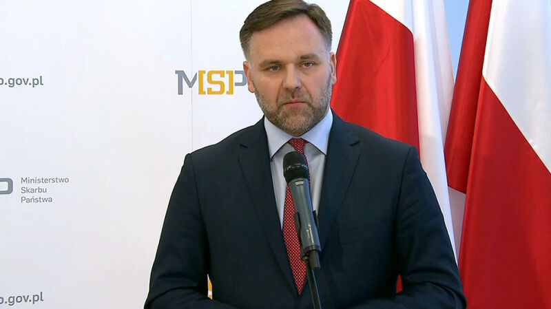 Minister skarbu odchodzi, ruszają kontrole. Opozycja: walka między frakcjami w PiS-ie