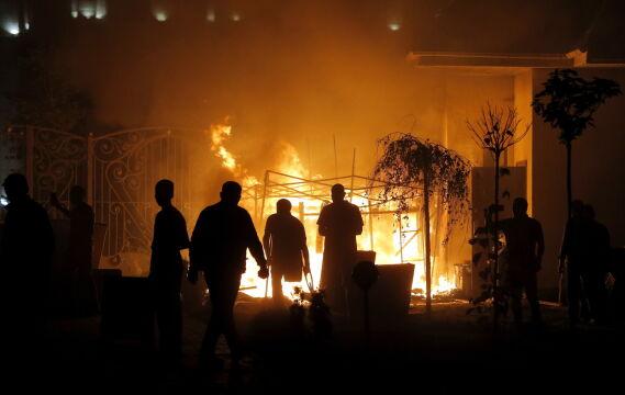 Rezydencji Atambajewa pilnują jego zwolennicy