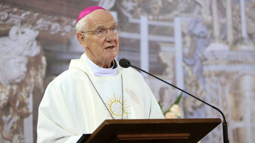 Biskup Dec: diabeł zrzucił szaty czerwone  i przebrał się w szaty tęczowe
