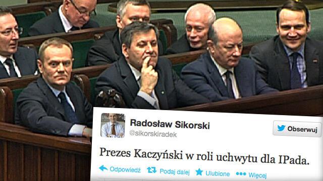 Sikorski na Twitterze: Kaczyński w roli uchwytu dla iPada